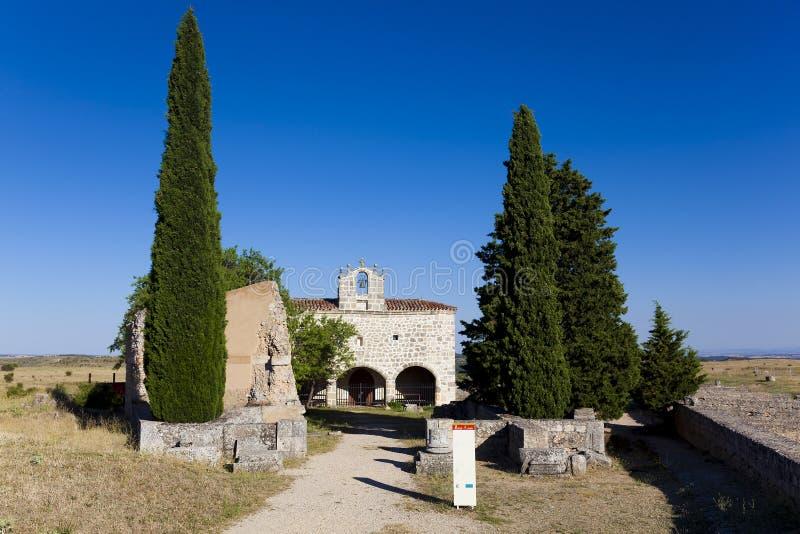 Clunia废墟和教堂  库存照片