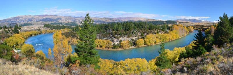 Clutha-Fluss u. Brücken-Panorama im Herbst, Otago Neuseeland lizenzfreie stockbilder