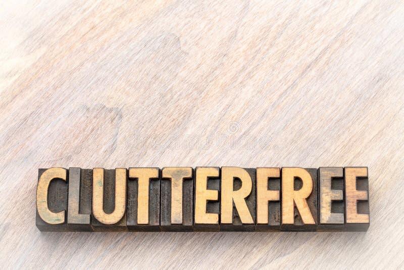 Clutterfree - sumário da palavra no tipo da madeira do vintage fotos de stock