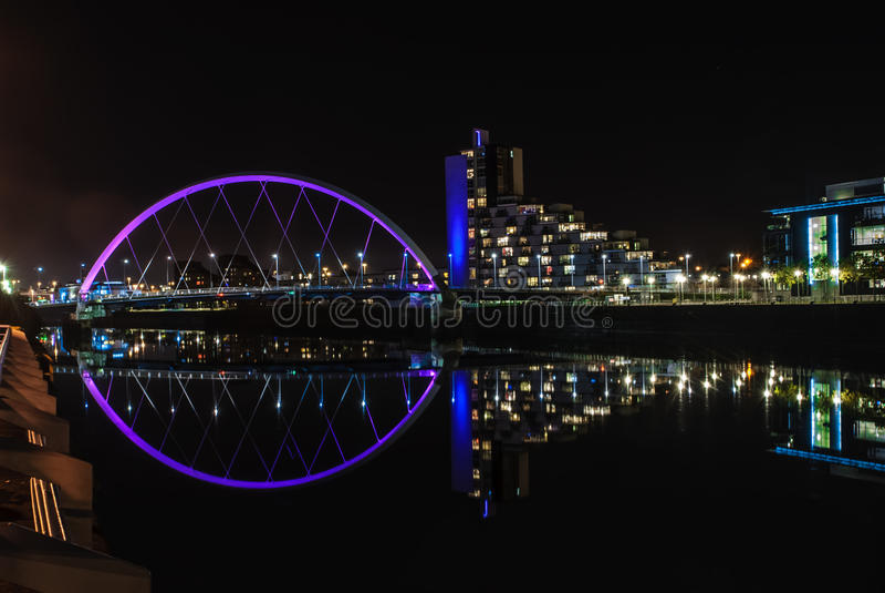 Clyde Arc-brug in Glasgow bij nacht royalty-vrije stock afbeelding