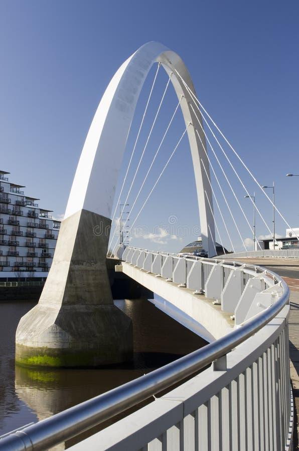 Clyde-Lichtbogen-Brücke in Glasgow stockbilder