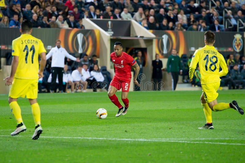 Clyne juega en el partido de semifinal de la liga del Europa entre el Villarreal CF y Liverpool FC imagen de archivo