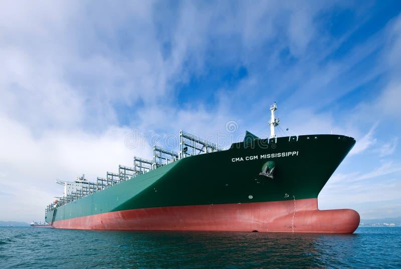 CMA för skepp för Ð-¡ ontainer CGM Mississippi på förankrat i vägarna Nakhodka fjärd Östligt (Japan) hav 17 09 2015 arkivfoton