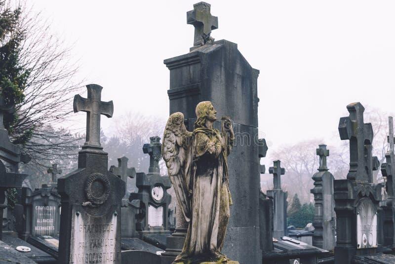Cmentarniany anioł i krzyże w Ghent fotografia royalty free