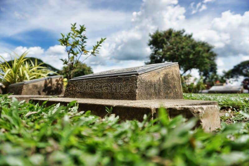 Cmentarz dla żołnierzy i jenów przy Kanchanaburi wojenny cmentarniany Don Rak zdjęcia stock