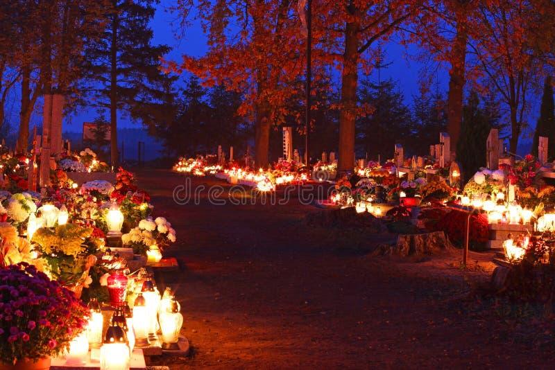 Cmentarz przy noc obraz royalty free