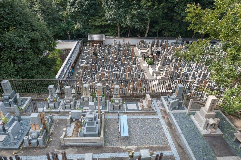 Cmentarz wewnątrz W świątyni, świątynia w Higashiyama, Kyoto, Japonia Kwatery główne Jodo-shu obraz stock