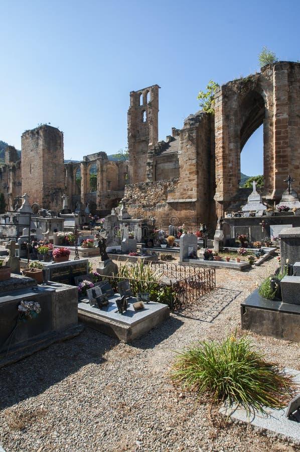 Cmentarza i kościół ruiny w Les obraz royalty free