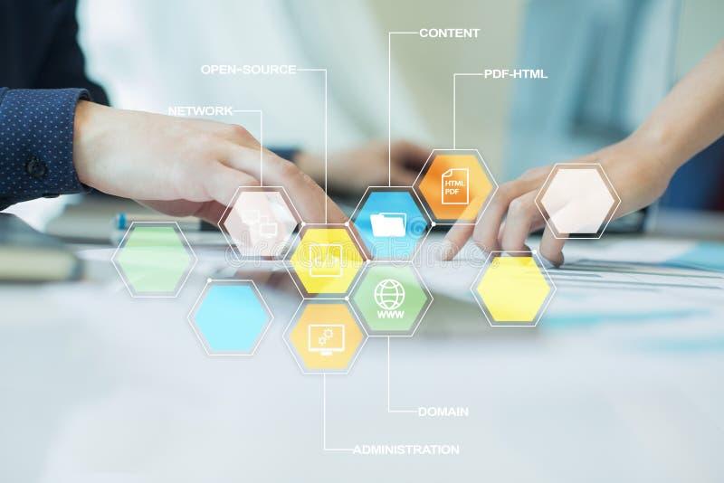 CMS De pictogrammen van het systeemtoepassingen van het inhoudsbeheer op het virtuele scherm Zaken, Internet en technologieconcep royalty-vrije stock fotografie
