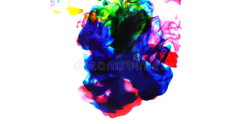 Cmyk atramentu pojęcia koloru pluśnięcie dla farby - tęcza atramentu kropli Akrylowi kolory w wodzie na białym tle, plamie i sele fotografia royalty free