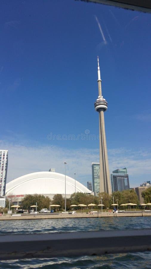 Cn-torn - centralt område Toronto - sikt uppifrån royaltyfria foton