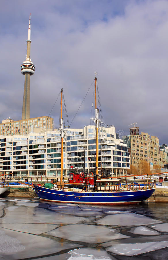 Free CN Tower And Toronto Frozen Marina In Winter Stock Images - 31854254