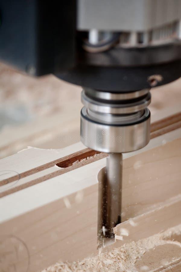 cnc剪切碾碎的木头 免版税库存图片