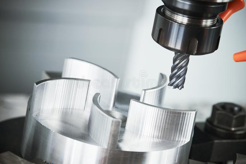 CNC άλεσης εργαλειομηχανή με το μύλο στοκ φωτογραφίες