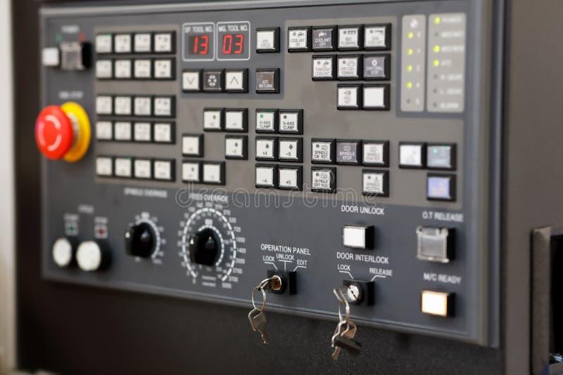 CNC πίνακας ελέγχου στενού επάνω μηχανών τόρνου στοκ εικόνες