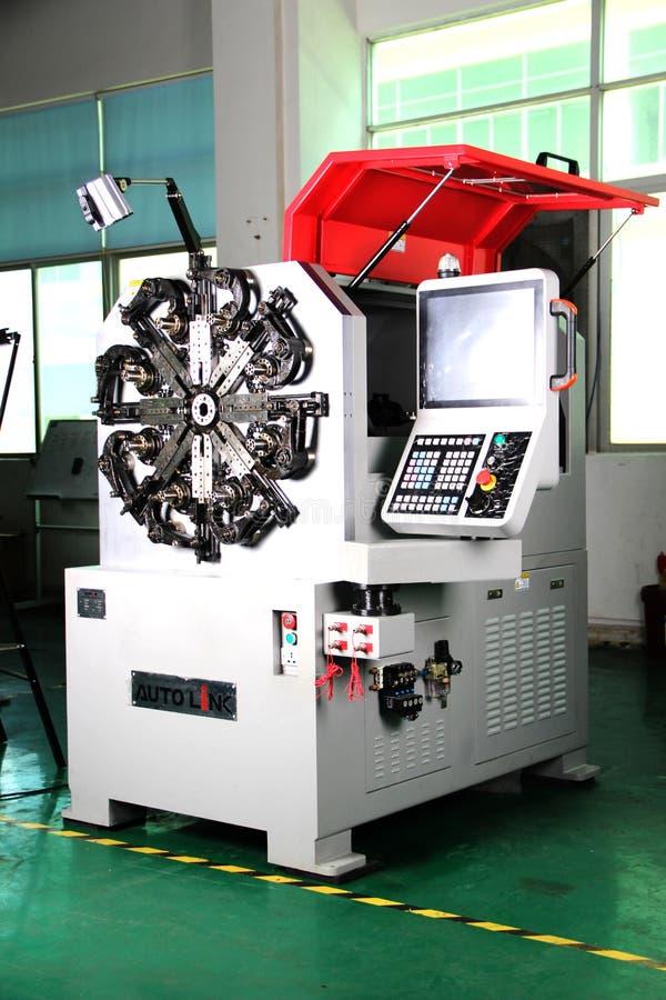 CNC COILER ΑΝΟΊΞΕΩΝ στοκ εικόνες με δικαίωμα ελεύθερης χρήσης