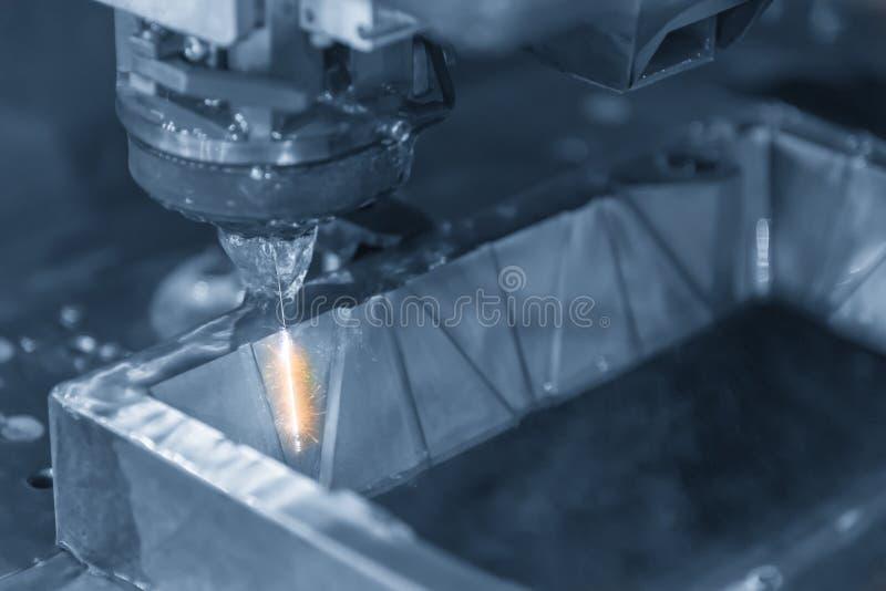 CNC draad-edm-telegrafeert machine snijdend de metaalplaat royalty-vrije stock afbeelding