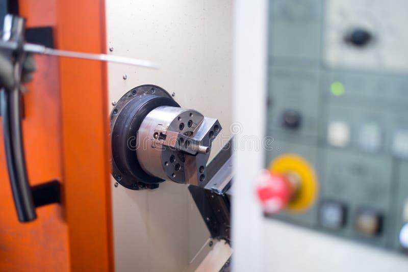 Cnc-Drehbank im Herstellungsverfahren lizenzfreie stockfotos