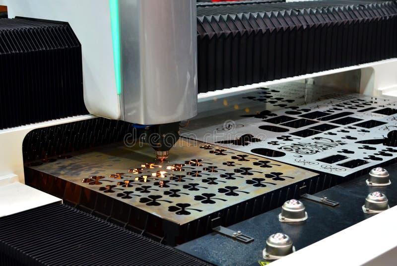 CNC f?r maskin f?r klipp f?r fiberlaser-metall fotografering för bildbyråer