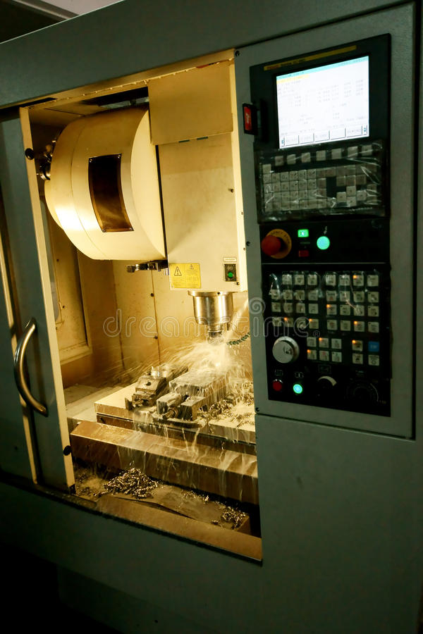 Cnc-Fräsmaschine lizenzfreies stockbild