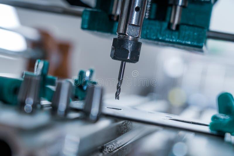CNC-freesmachine voor het snijden van aluminium royalty-vrije stock fotografie