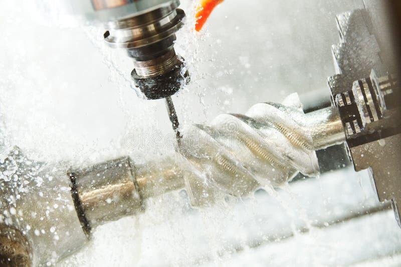 CNC het werk van de malenmachine Koelmiddel en smering in de metaalbewerkingsindustrie royalty-vrije stock fotografie