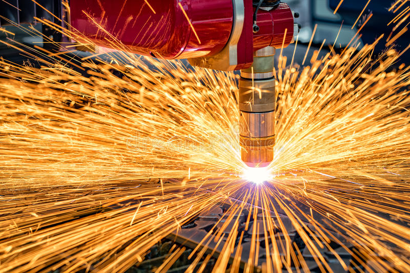CNC Laser-Ausschnitt des Metalls, moderne Industrietechnik lizenzfreies stockfoto