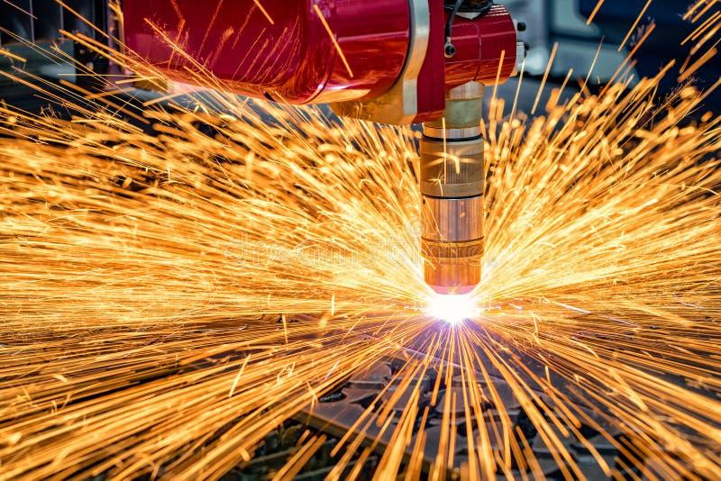 Cnc-laser-klipp av metall, modern industriell teknologi royaltyfri foto