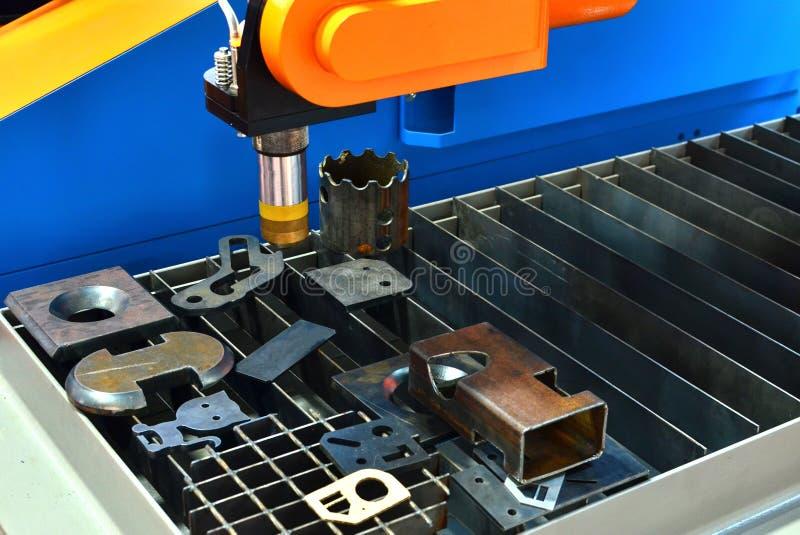 CNC Laserknipsel van metaal, moderne industri?le technologie stock afbeelding