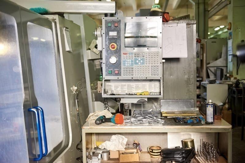 Cnc machine in workshop royalty-vrije stock foto