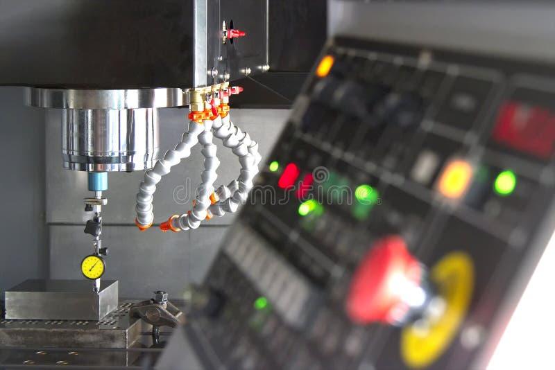 CNC machining centrum położenia metal tarcza wymiernikiem zdjęcie stock