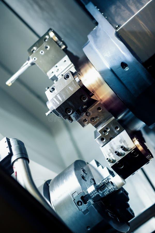 CNC maszynowy narzędzie w metal fabryce próba obraz stock