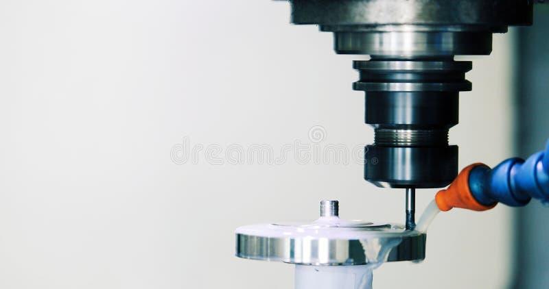 Cnc metalu mielenia tokarska maszyna w metalu przemysle obraz royalty free