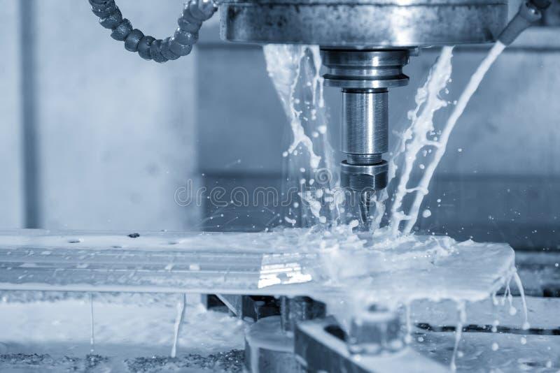 CNC mielenia maszynowy rozcięcie część używać coolant zdjęcia royalty free