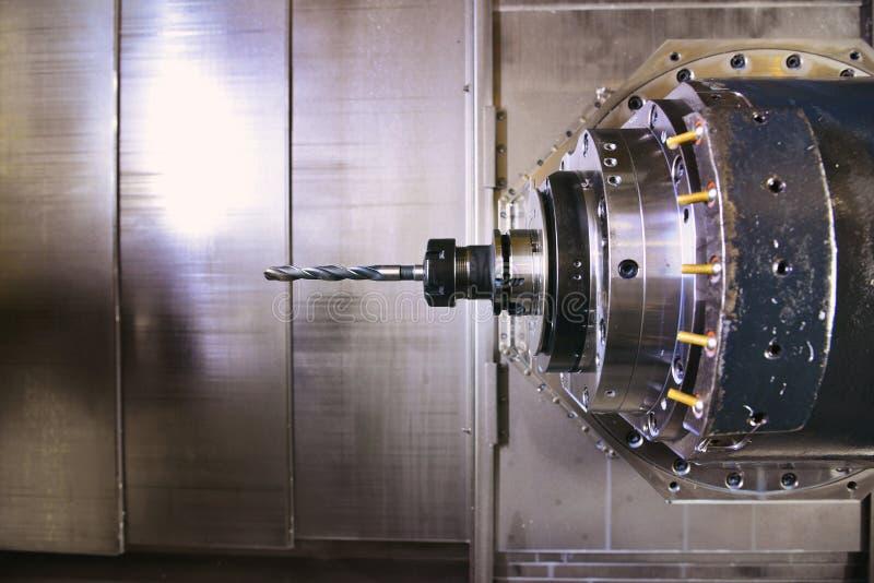 CNC musztrowanie, nastrajanie i kręcenie metal z, tnącym narzędziem i dośrodkowania narzędziem Pojęcie zaawansowany technicznie p fotografia stock