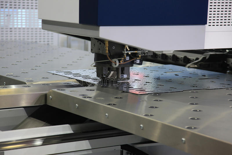 CNC ponsenmachine royalty-vrije stock afbeelding