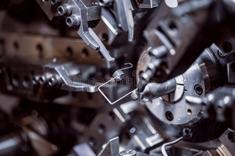 Cnc Wire Forming Machine, moderne CNC-veermachines voor de productie van verschillende soorten draadbuigmachines stock foto