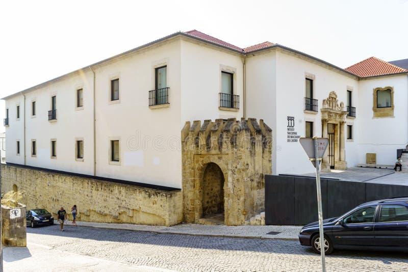 Coímbra, Portugal, el 13 de agosto de 2018: La vista de la fachada del Museo Nacional llamó a Machado Castro de la calle del doct imagenes de archivo