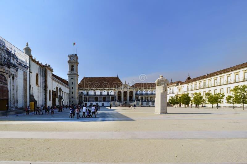 Coímbra, Portugal, el 13 de agosto de 2018: Vista general del patio de los escolas del das del patio de las escuelas en portugués foto de archivo