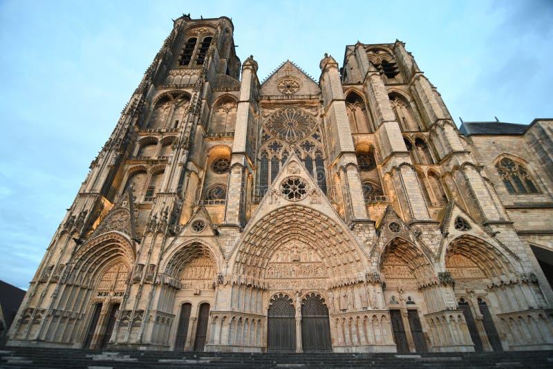 Собор Буржа, римско-католическая церковь расположенная в Бурже, Франции стоковое изображение