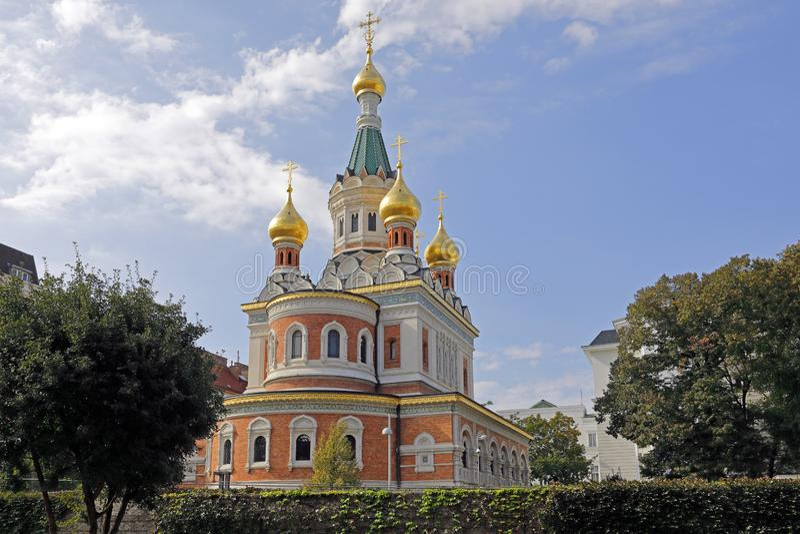 Собор St Nicholas, Вены, со своими луками башни золота стоковые изображения rf