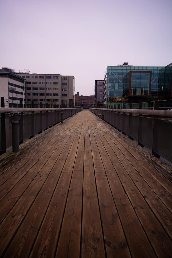 Современный footbridge на научном парке Гётеборге Lindholmen, Швеции стоковая фотография
