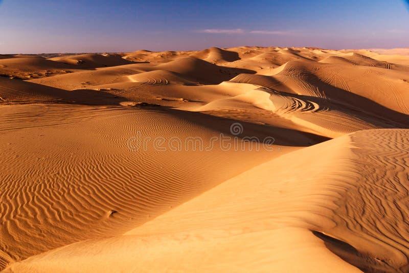 Солнечный пейзаж пустыни Картина, света и тени песка стоковое фото