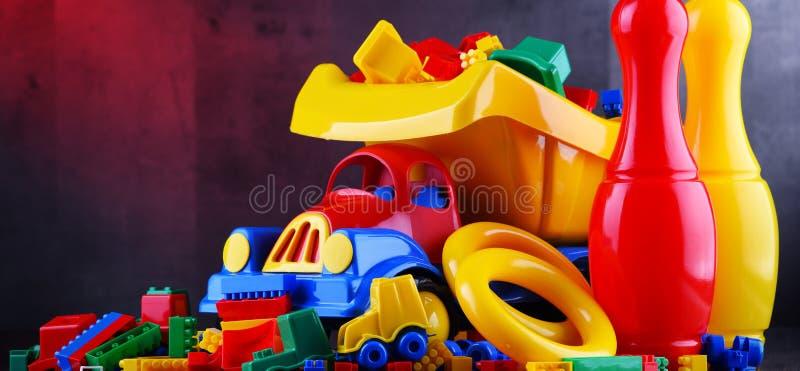 Состав с красочными пластичными игрушками детей стоковое изображение