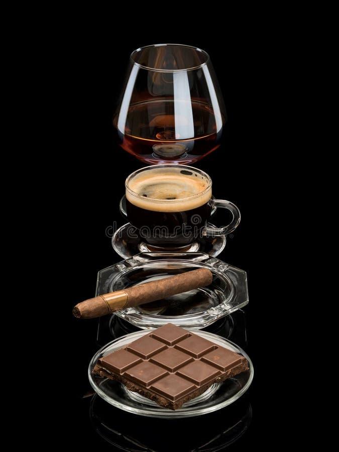 Coñac, cigarro, café, chocolate imagenes de archivo