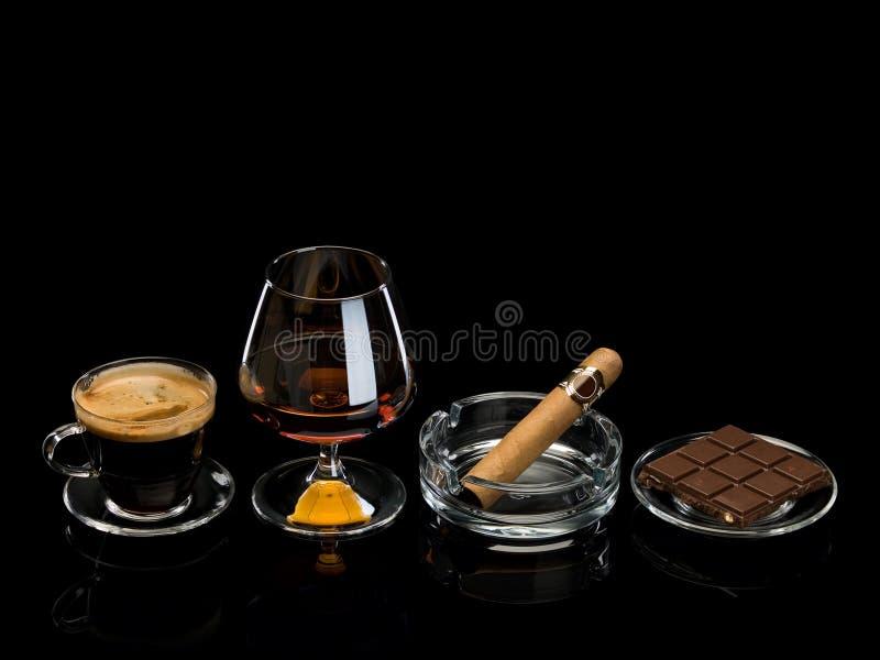 Coñac, cigarro, café, chocolate foto de archivo libre de regalías