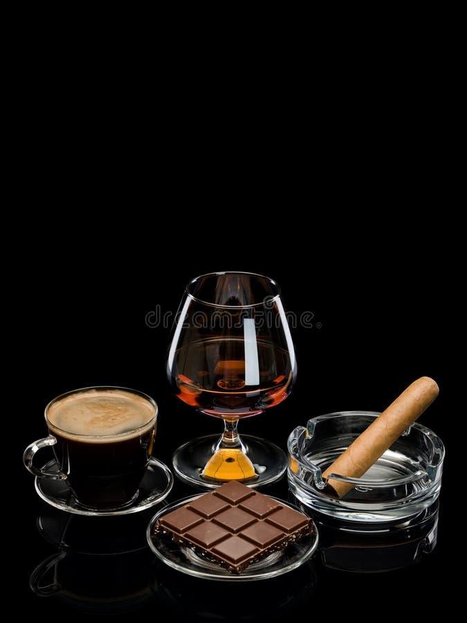 Coñac, cigarro, café, chocolate imagen de archivo