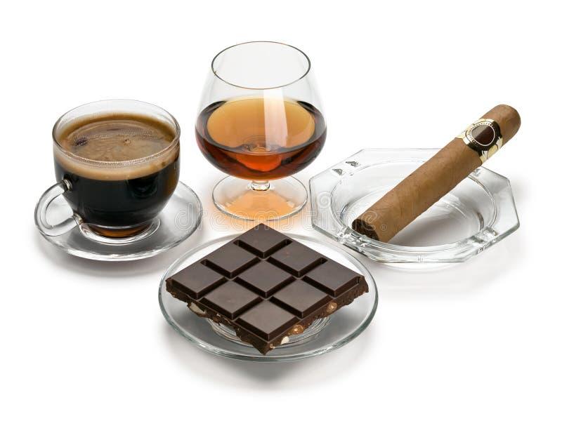 Coñac, cigarro, café, chocolate fotografía de archivo