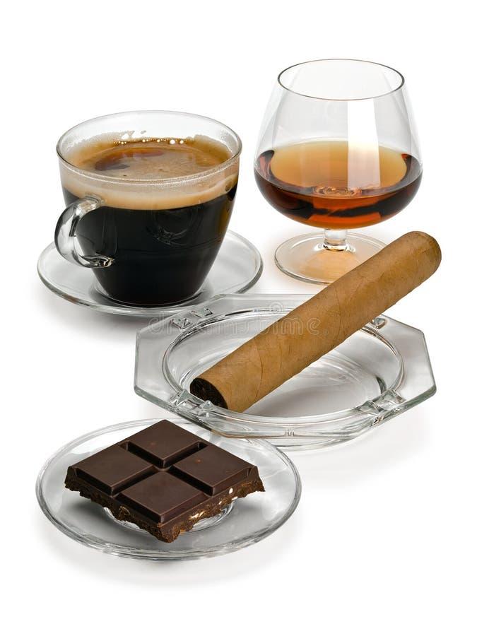 Coñac, cigarro, café, chocolate foto de archivo