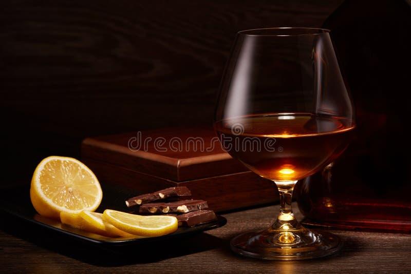 Coñac, limón y chocolate imagen de archivo